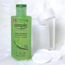 Nước hoa hồng Simple Kind to skin soothing 200ml từ Anh
